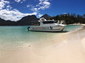 Winglass Bay, Coles Bay, Freycinet Peninsula, The Hazards, Boat Tours,
