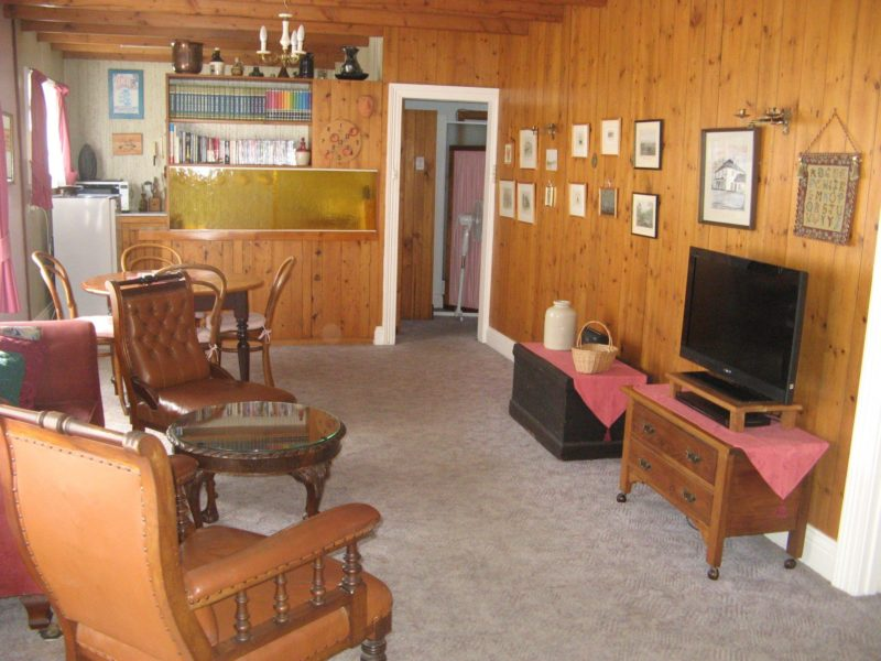 Grove Cottage lounge room