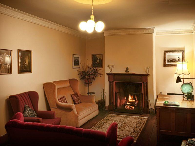 Formal lounge room