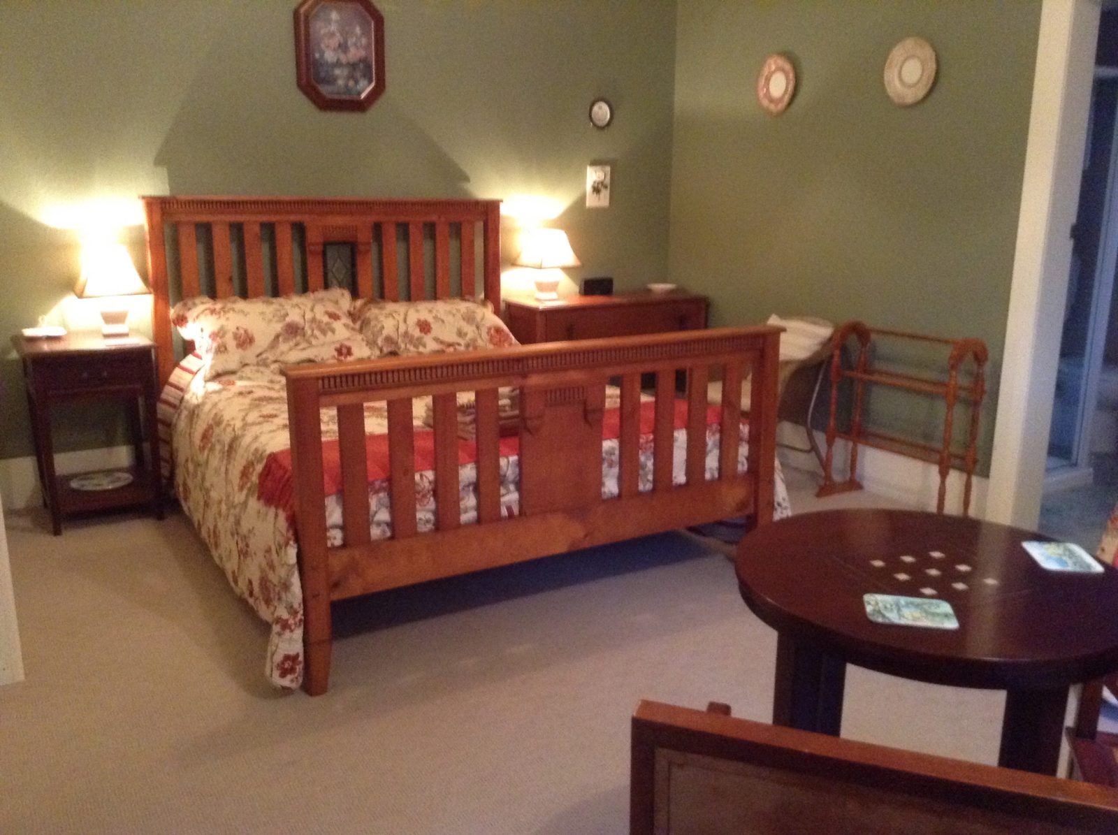 Large guest room with extra single bed