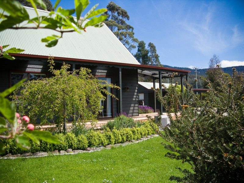 Parnella Adventure Bay - country cottage in a garden setting