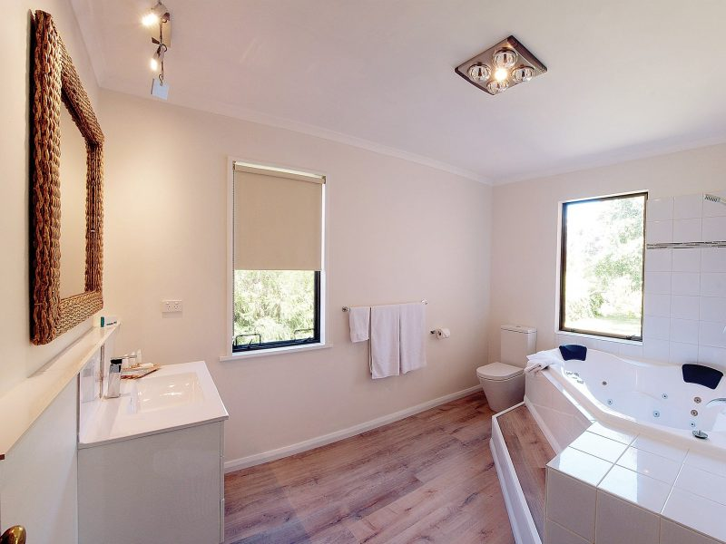 Parnella Kettering - the Garden House bathroom