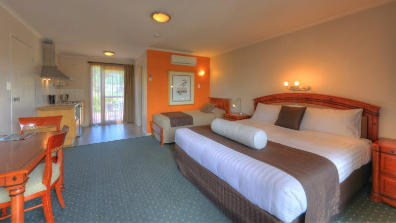 The self-catering studion has a king or queen bed, single bed, kitchenette, balcony