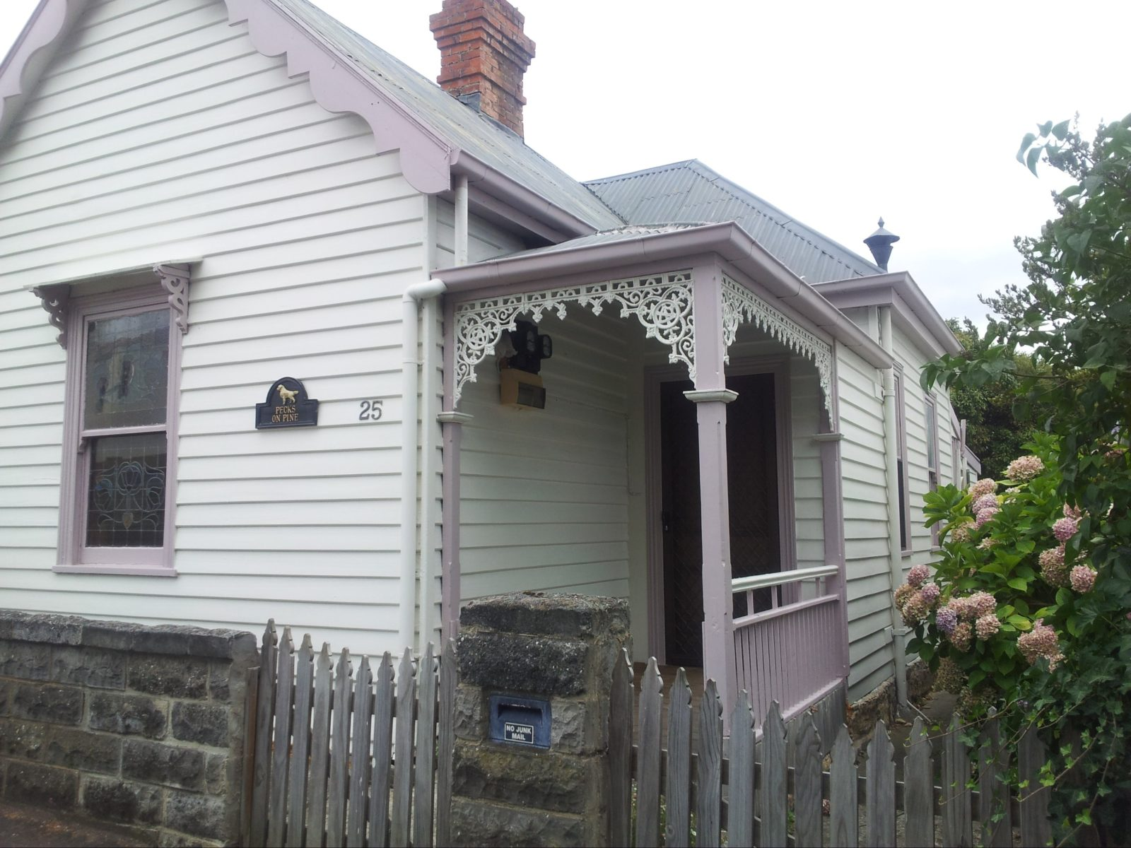 1891 Victorian 1 bedroom self-contained Cottage
