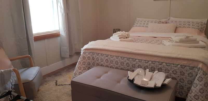 Queen Bed, linen , towels, toiletries provided