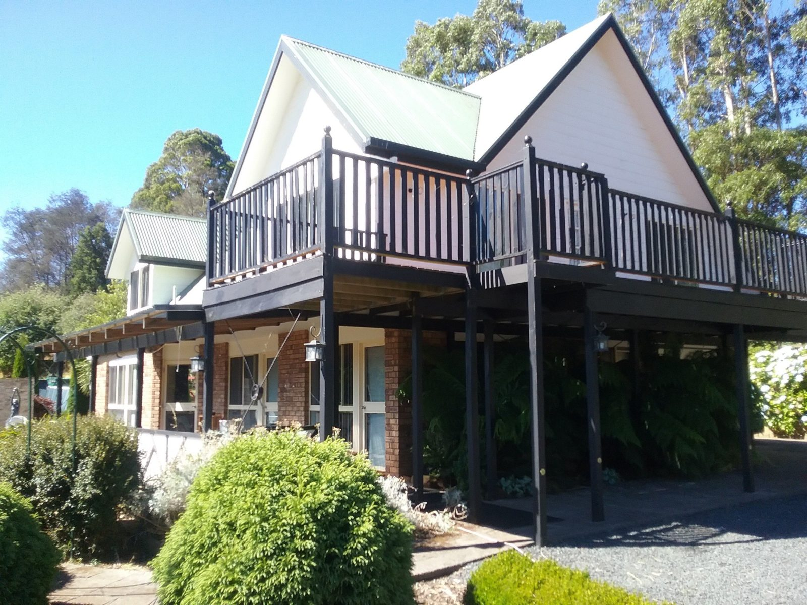 Robin's Nest Bed and Breakfast located centrally in the Cradle Coast area of beautiful NW Tasmania
