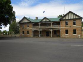 Man O'Ross hotel built 1835