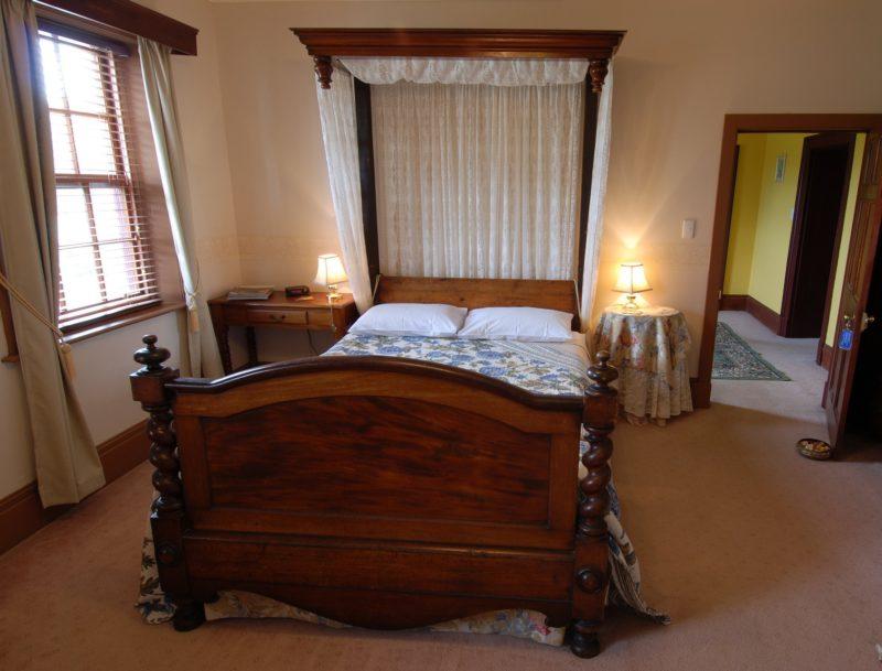 Mahogany Queen Bed