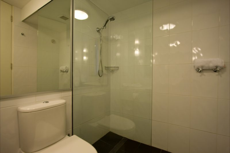 Studio Bathroom photo 2