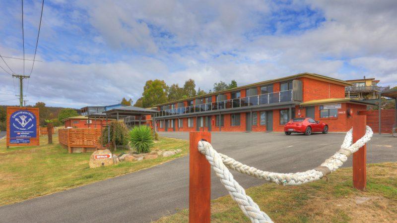 property entrance, motel, motel apartments