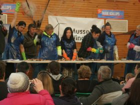 They're Racing! ... in the scallop splitters challenge