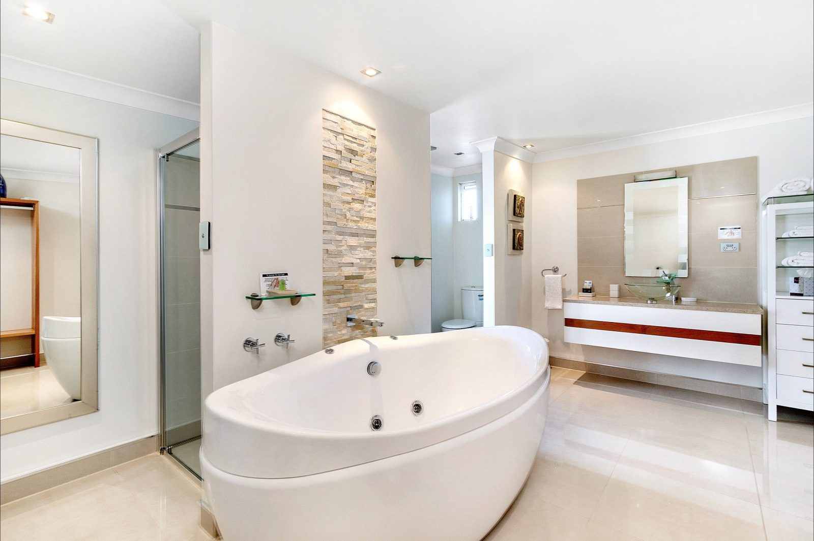 This suite offers its unique Spa with view to the ocean over Bass Strait
