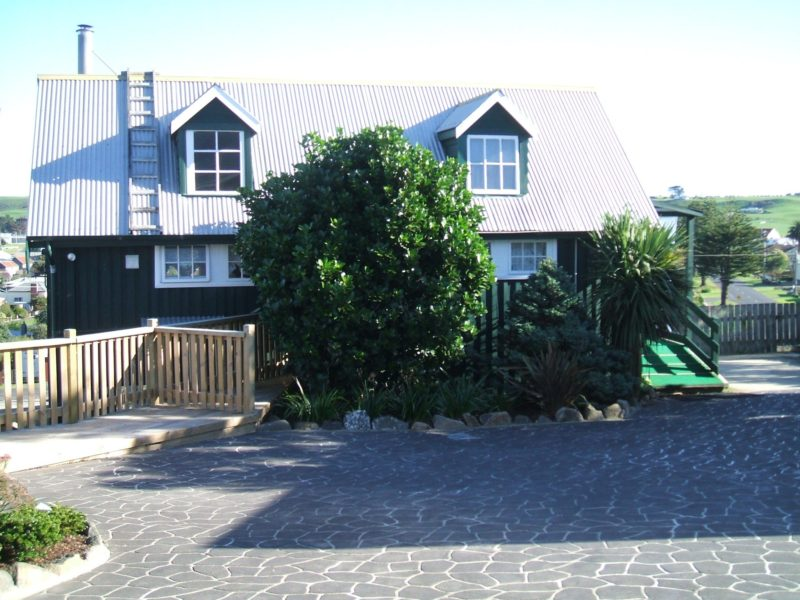 The Pines Seaview Cottage