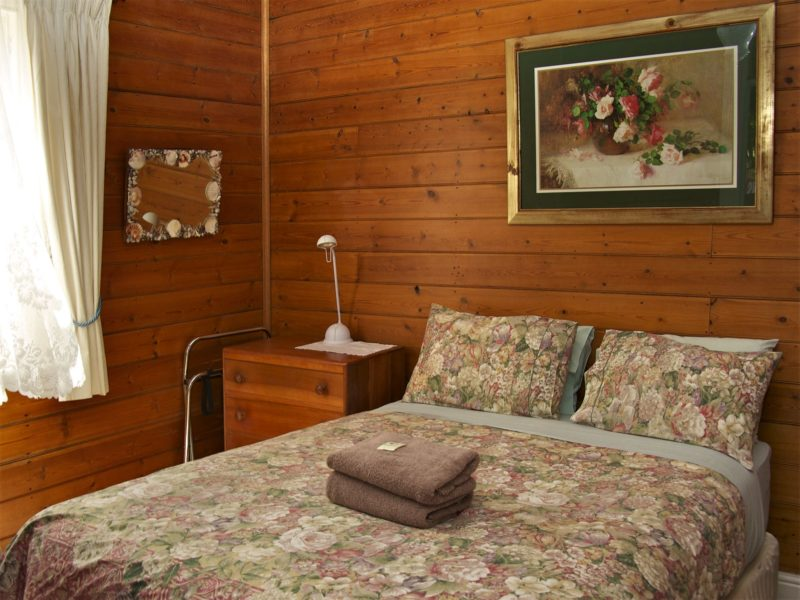 Queen cottage room with modern ensuite bathroom