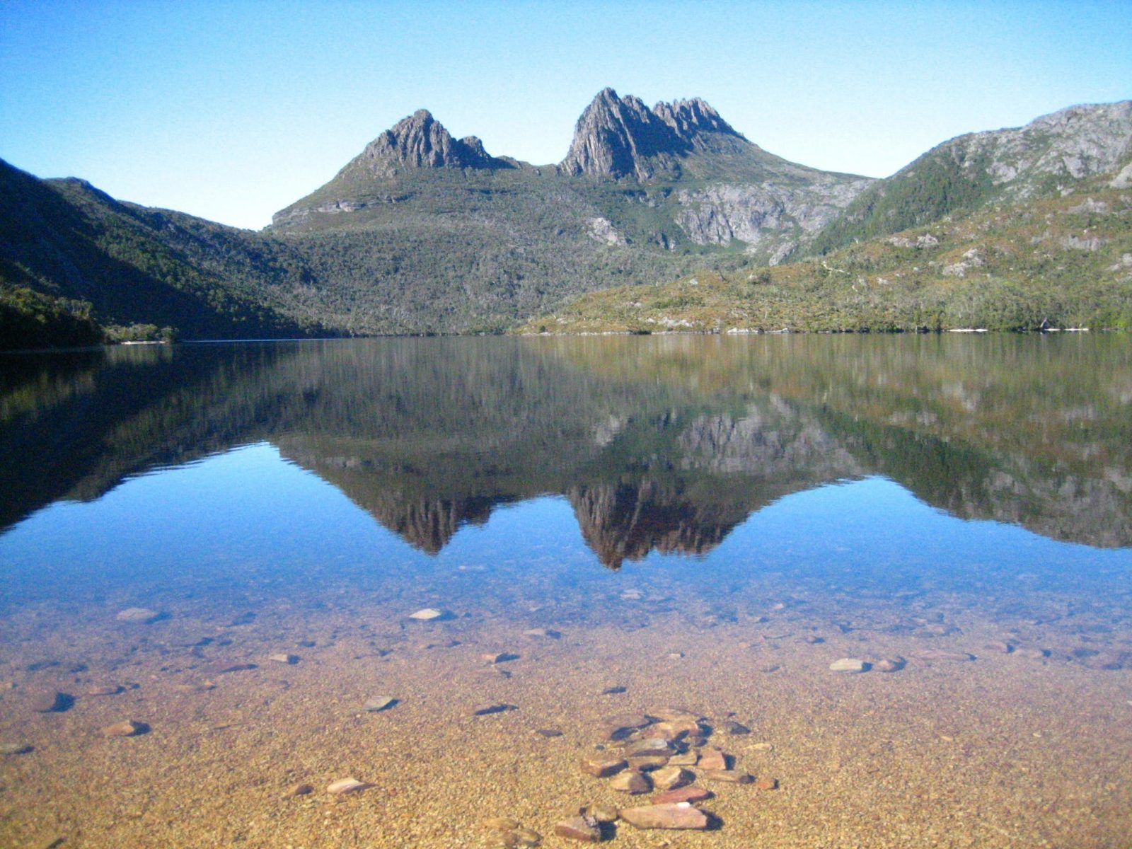 Cradle Mountain and its reflection in Dove Lake