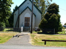 St James Church Waratah Historic buildings