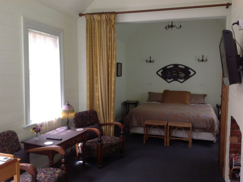 Wren cottage luxurious king bed