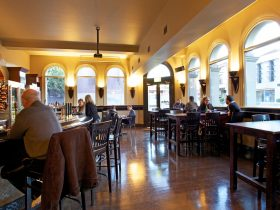 Auburn Hotel - Front bar