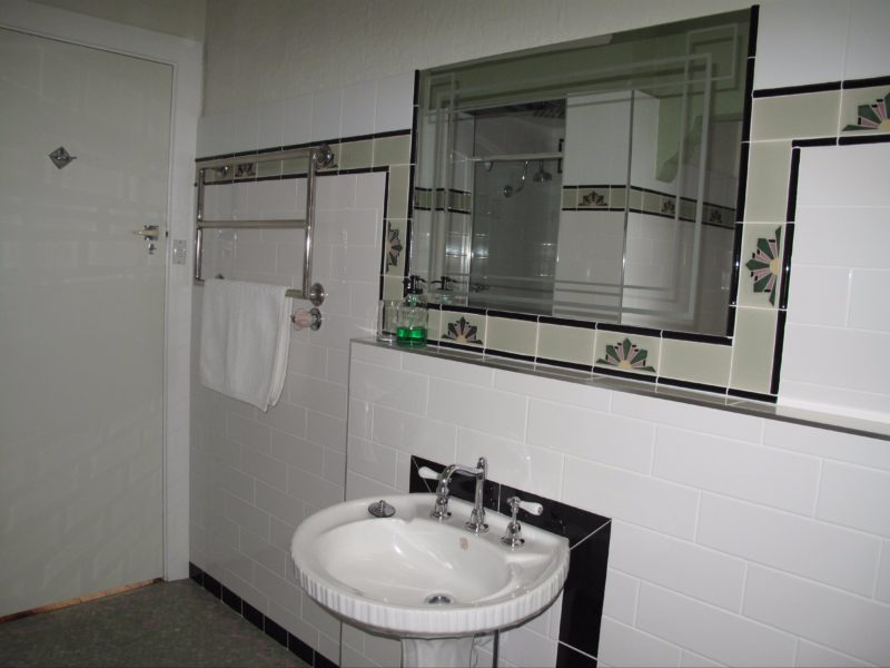 Lockable full bathroom