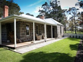 Cool Cottage Accommodation on the historic Barunah Plains Station -