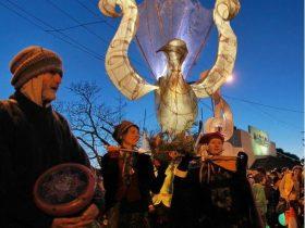 Artist lanterns, drummers & street performers.