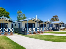 BIG4 Whiters Holiday Village Two Bedroom Villas exterior