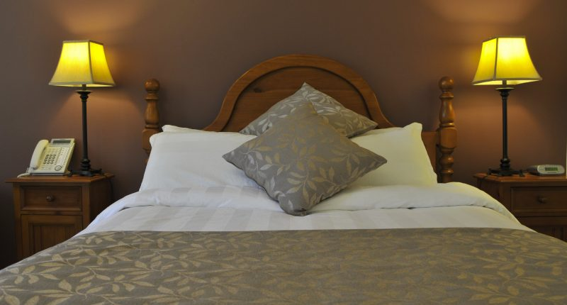 stay a while at black spur inn in a Premier Queen room