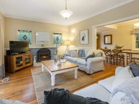 Shearwater cottage - lounge