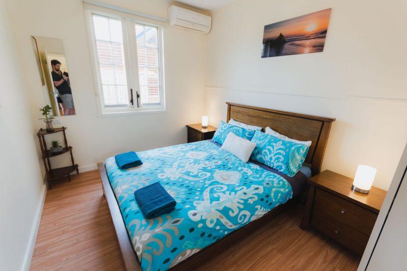 Queen size bed in Captain's Cabin