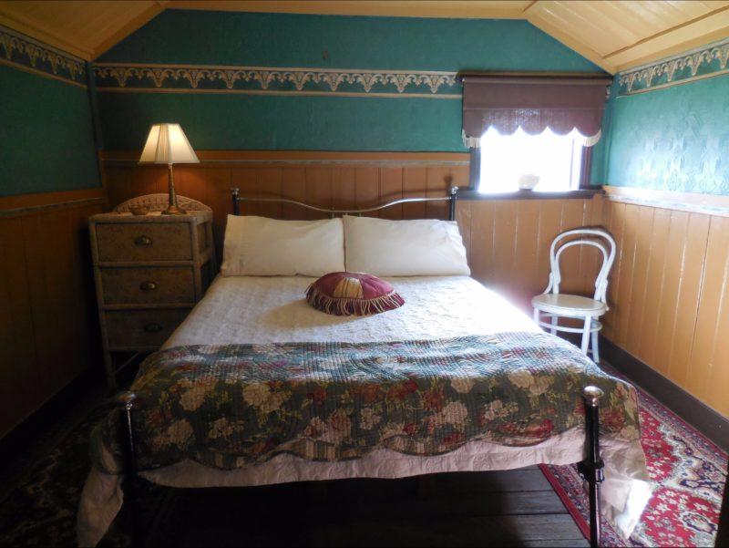 Settler's Hut bedroom - double bed