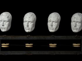 Four mannequin heads rigged up to a turning mechanism