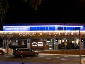 Canadian Bay Hotel