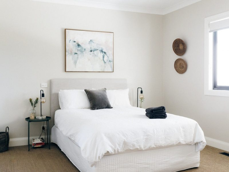 one of the bedrooms at Chic Country Cottage Escape