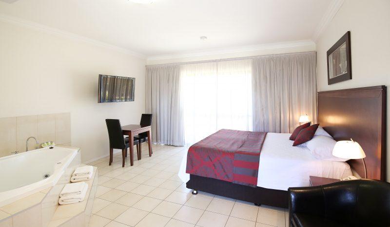 Comfort Inn Deakin Palms - Luxury Spa