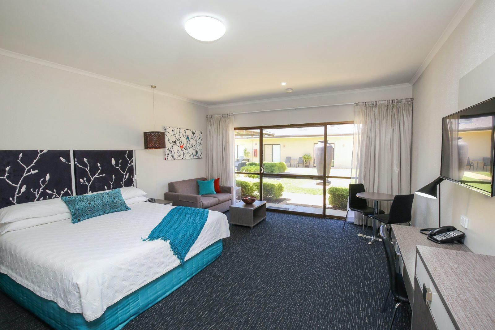 Comfort Inn Deakin Palms - king executive
