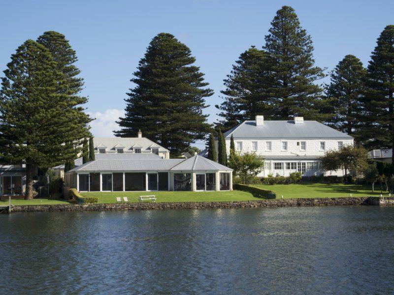Douglas Riverside Hotel & Apartments