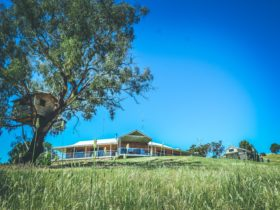 Dry Creek Retreat country luxe at Bonnie Doon