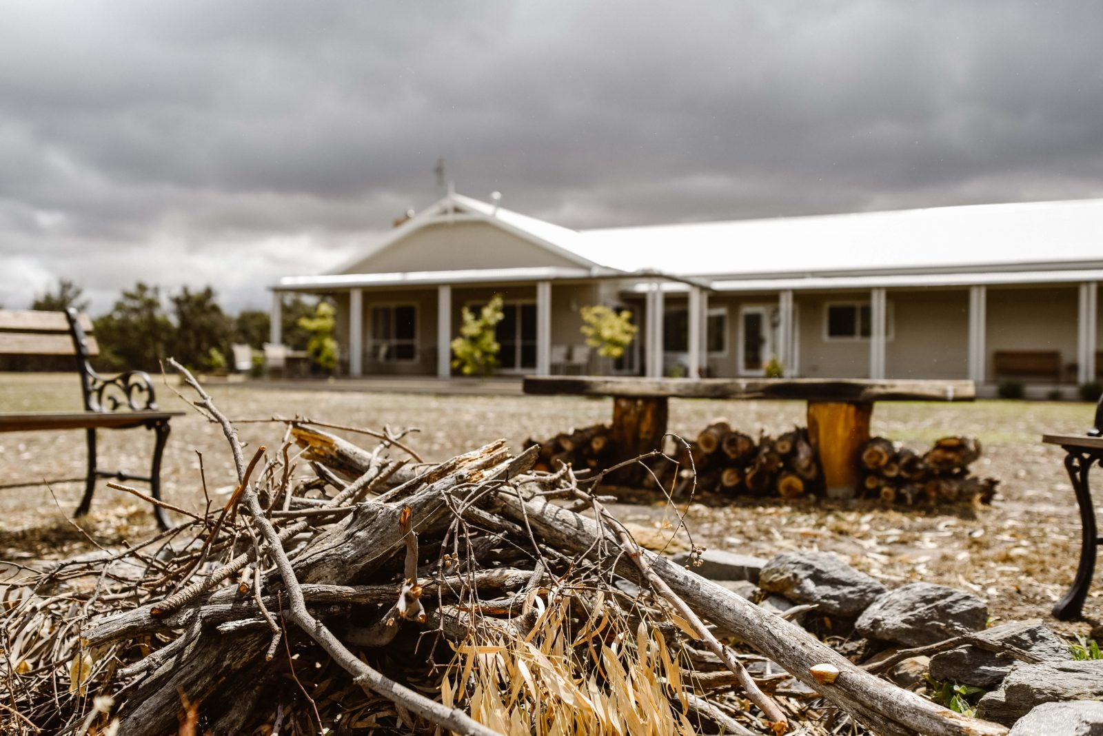 Eagle Wings Rise - Grampians front view of house set on 50 acres