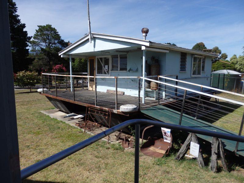 Mimi Jane - First houseboat on Lake Eildon