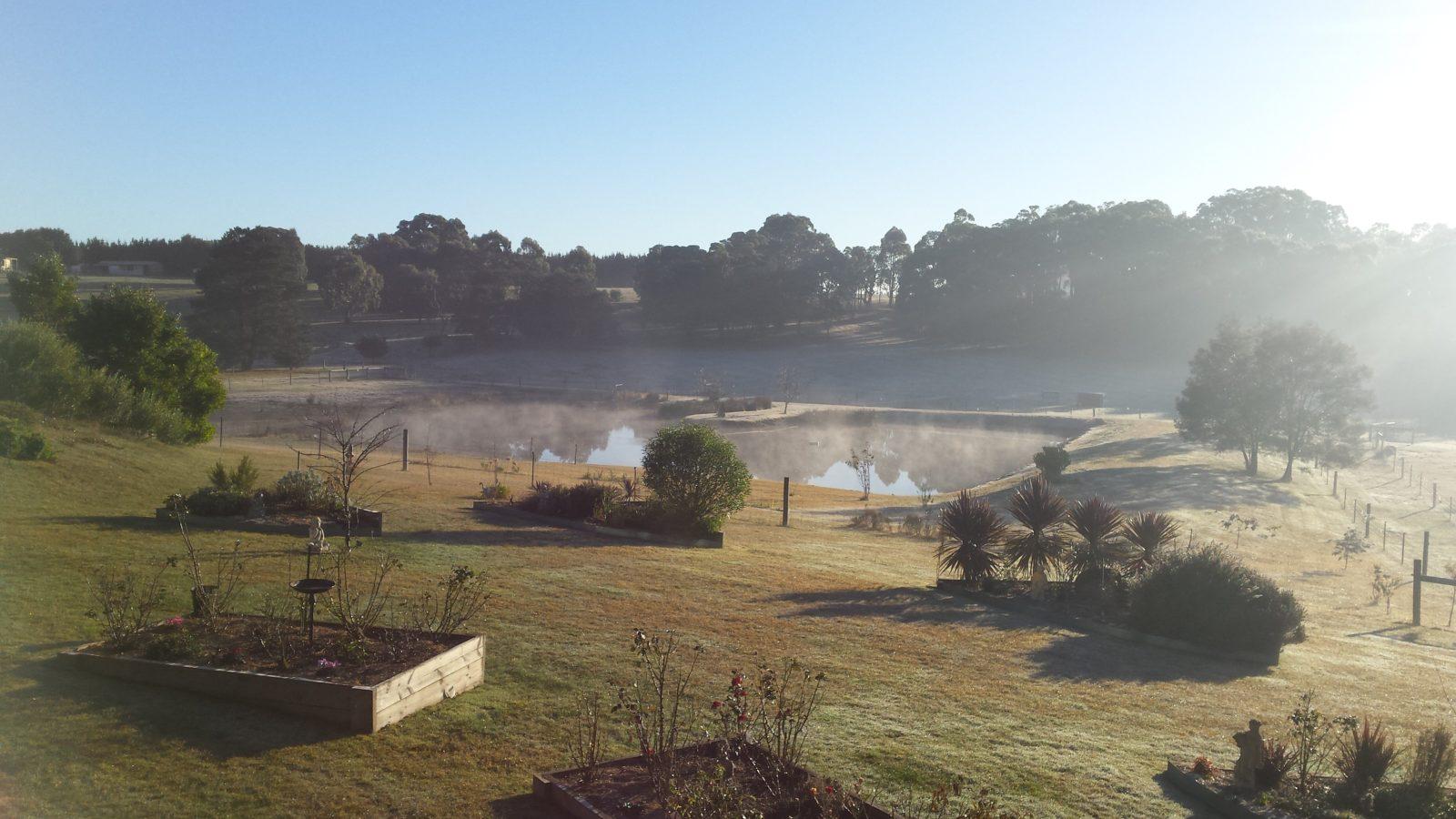 Emu Lodge Country Retreat Lake view