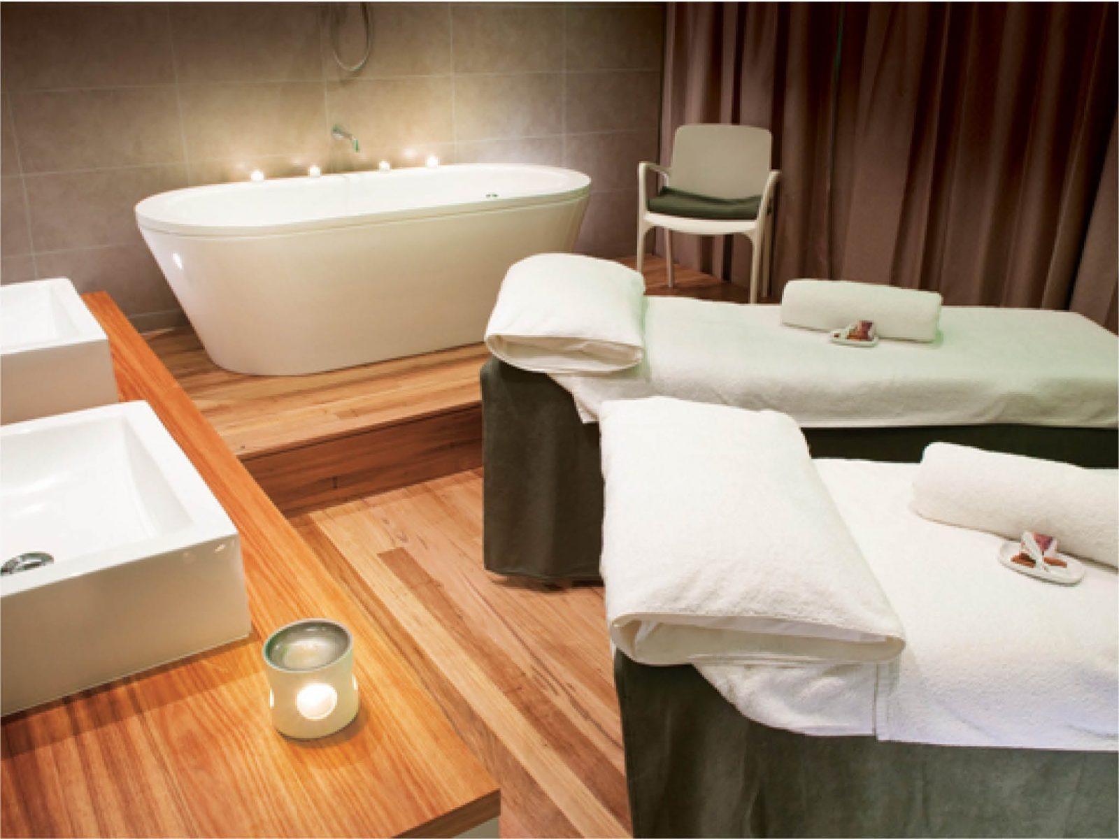 Treatment room double with bath