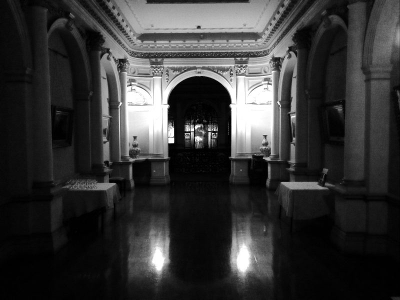 Mansion saloon