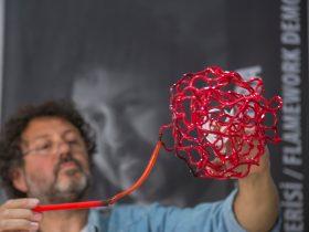 Mauro Bonaventura sculpting hot glass.