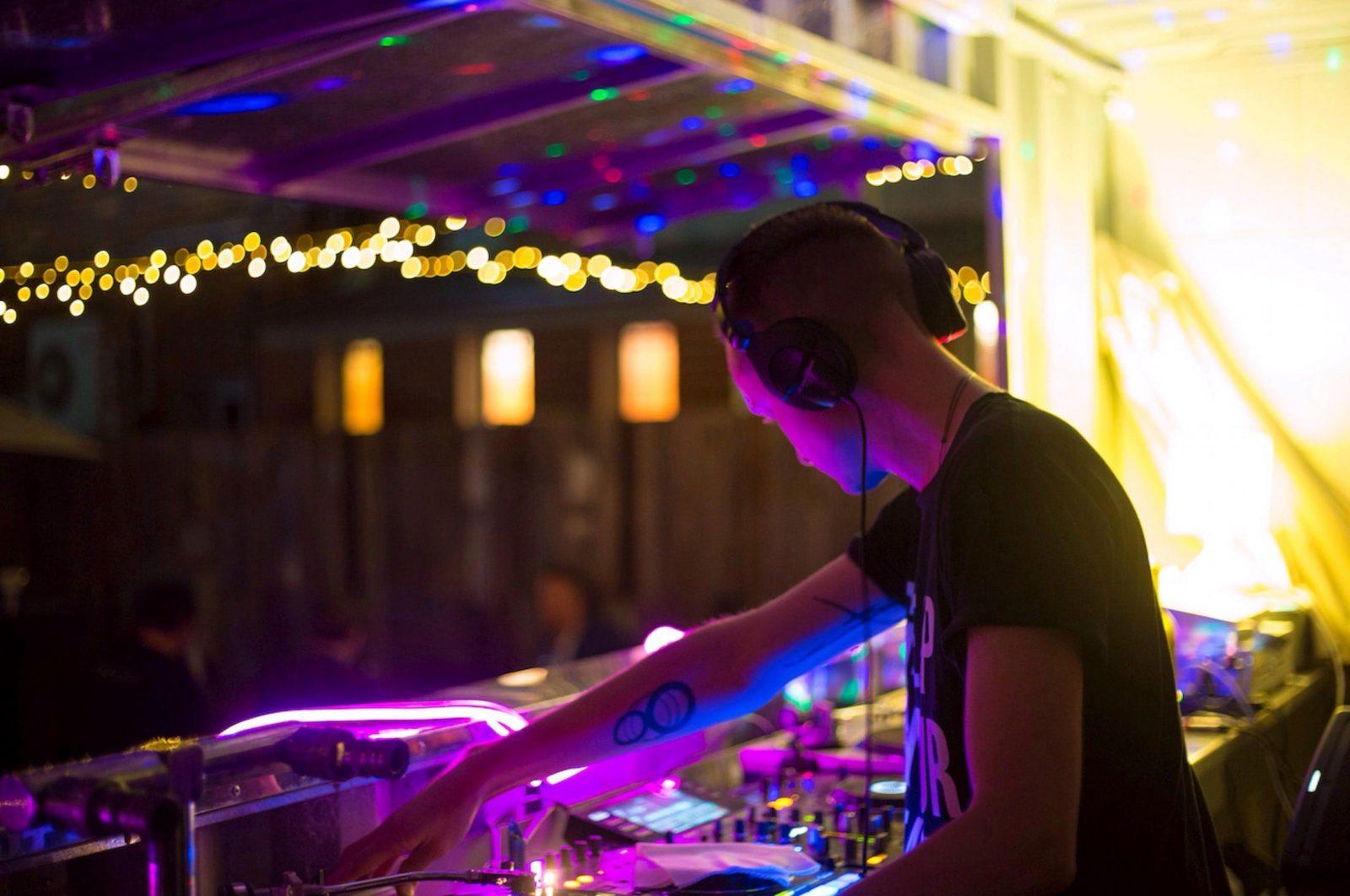 DJ Slyshun performing