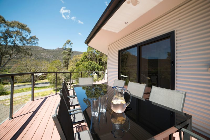Golton in the Gap : Views to the Mt William Range from spacious deck and outdoor dining area
