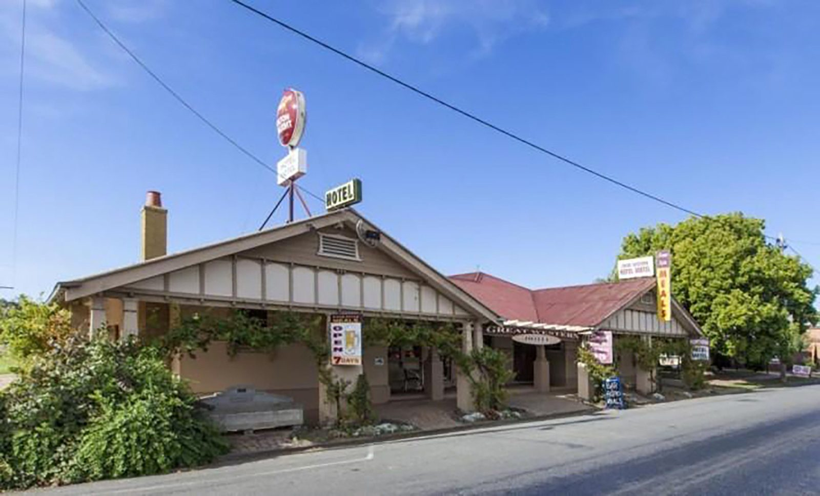 Situated at the foothills of the Grampians, the Great Western Hotel.