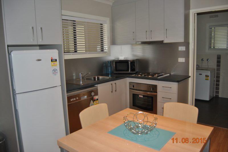 Grevillea Gardens Apartments - Kitchen