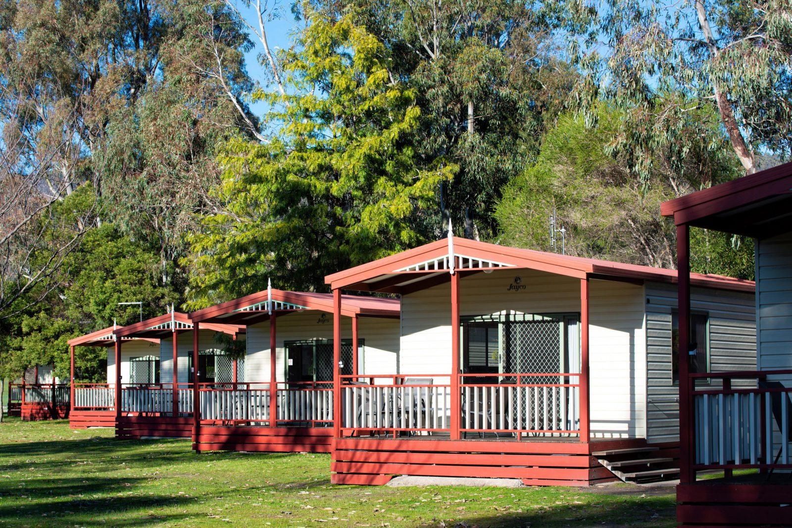 Halls Gap Gardens Caravan Park - Cabin Exteriors