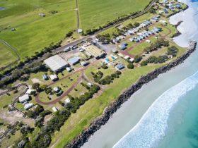 birds eye view of Henty Bay beachfront holiday park