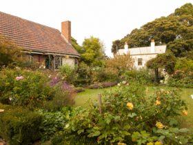 Benga Garden, Heritage Hill